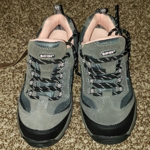 HI-TEC HIKING CAMPING BOOTS NEW